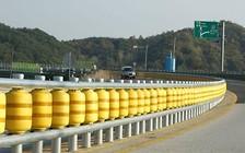 Видео: В Южной Корее сделали чудо-отбойник, мягко возвращающий авто на дорогу