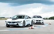Два в одном: Тест-драйв BMW i8
