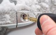 Как подготовить автомобиль к зиме: Если двери не открылись в мороз