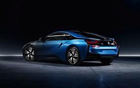 Обновленному BMW i8 добавят мощности