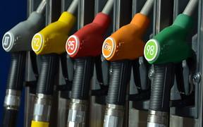 Инфографика: Цены на бензин продолжают расти