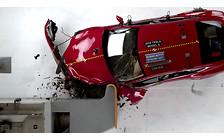 Видео: Электрокары Tesla Model S и BMW i3 неудачно сдали американские краш-тесты