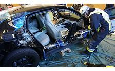 Будет им наука: В Германии разрезали в клочья Porsche Panamera