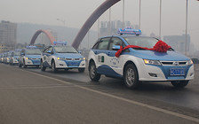 Таксистов Пекина хотят перевести на электротягу