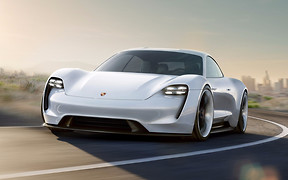 Берегись, Илон: Porsche выпустит электрокар Mission E в нескольких версиях