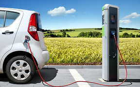 Чиновники обещают падение цен на электромобили