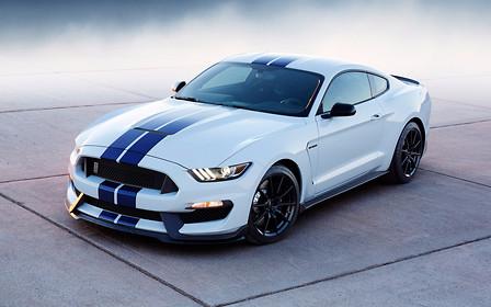 На Ford подали в суд за «неспортивное поведение» Mustang Shelby GT350