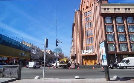 На Крещатике появился первый пешеходный переход обустроенный светофором