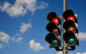 Направо — на «красный»: Правила для украинских водителей снова меняют