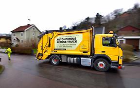 Видео: Компания Volvo вывела на улицы мусоровоз-беспилотник
