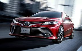 Toyota назвала цены новой Camry