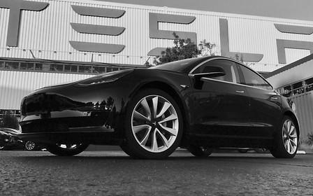 Первые фото Tesla Model 3 обнародовал сам Илон Маск