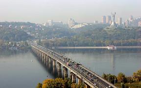 ВНИМАНИЕ: На столичном мосту Патона ограничивают движение