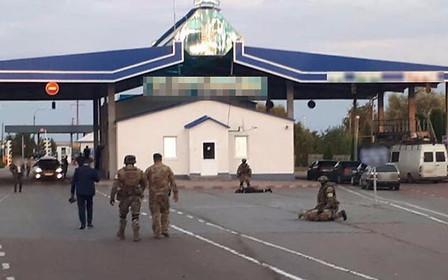"""Буковинские таможенники брали 200 долларов за пропуск машины на """"бляхах"""" - полиция"""