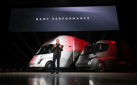 В Tesla сложили цену своему первому тягачу