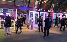 Взрыв в центре Нью-Йорка: полиция эвакуирует людей