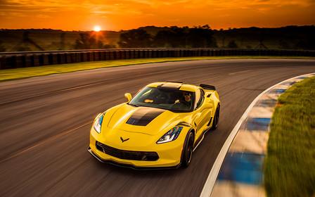 Трек для нубов: Chevrolet Corvette получит автопилот
