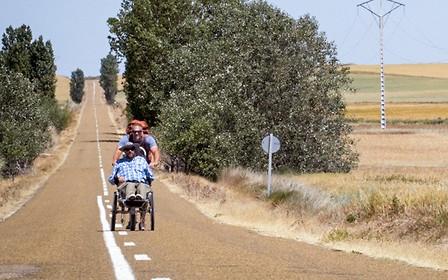 В Украине предлагают разрешить ездить по автомобильным дорогам на колесных креслах