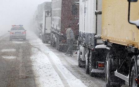 В шести областях Украины ограничили движение грузовиков