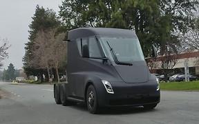 Видео: электрогрузовик Tesla показался на дорогах