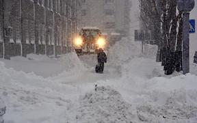 Южные области накрыло мощным снежным циклоном