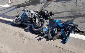 Полицейский на чужом мотоцикле разбил три машины под Киевом