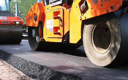 Это рекорд: в украинские дороги закатают 11 млрд грн