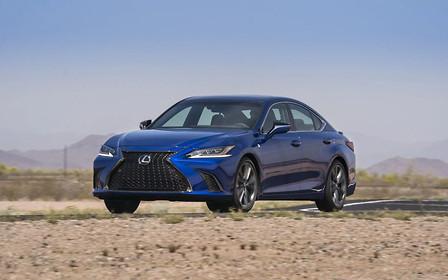 Два в одном: Lexus ES нового поколения показали во всей красе