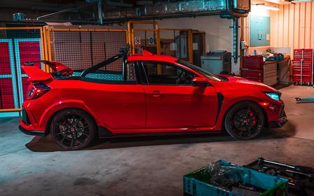 Пикап Honda Civic Type R идеально подойдет для доставки свежих овощей в ресторан