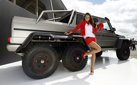 Богатые тоже валят: топ-10 самых дорогих SUV в мире
