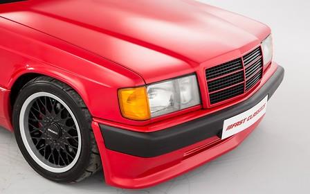 В Британии старый Mercedes-Benz 190E от Brabus оценили дороже нового G500