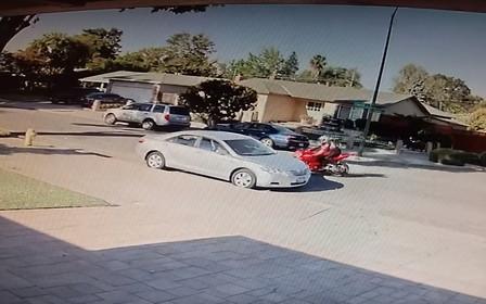 Видео: мотоциклист жестко «стартонул» в припаркованную Camry