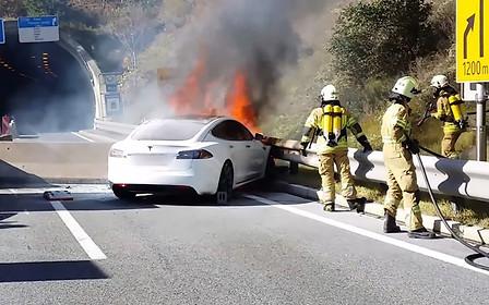 Подгорает: в США пострадал от пожара очередной электрокар Tesla Model S