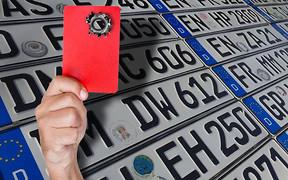 «Бляхам» - стоп. Як держава планує ліквідувати ринок нерозмитнених авто