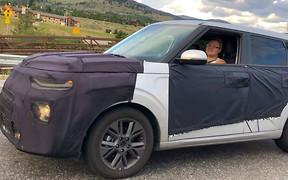 Видео: Kia Soul второго поколения уже на дорогах