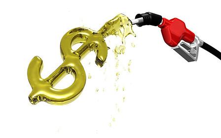 Ціна палива: в якій країні швидше заробляють на літр бензину?