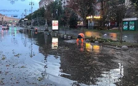 Киев идет ко дну: в центре столицы затопило дороги
