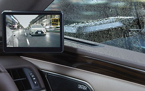 Без оглядки: Lexus переходит на виртуальные боковые зеркала