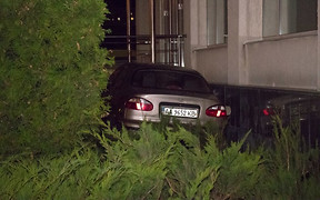 Пьяное ДТП в Киеве: женщина устроила аварию и влетела в церковь
