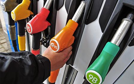 Ціни на пальне: чи зупинять вони українських автомобілістів?
