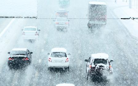 Яка різниця? Всесезонні та зимові шини порівняли на льоду. ВІДЕО