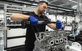421 «конячка» з двох літрів. Мотор для Mercedes GLB збиратимуть на AMG вручну
