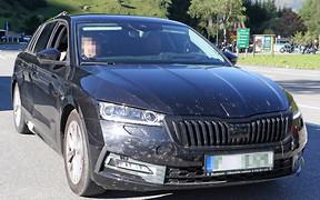 Новая Skoda Octavia потеряла стыд! Фото без камуфляжа