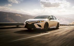 Автомобиль недели. Toyota Camry TRD