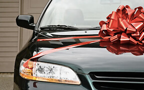 «Валентинка» на колесах. Какие авто дарят украинцы?