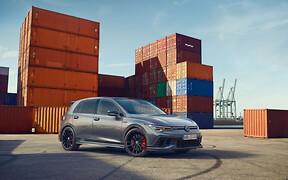 Ягодка опять! Сколько просят за юбилейный Volkswagen Golf GTI?