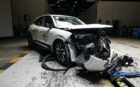 Новий кросовер Opel Mokka розбили «на четвірку». Що не так?