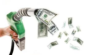 Что ты лил на одну зарплату? Доход в разных странах измерили литрами топлива