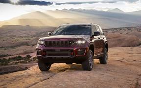 Сподобається лісорубам. Перші фото нового Jeep Grand Cherokee!