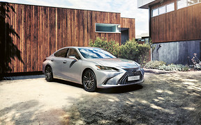 Оновлений Lexus ES почали продавати в Україні. За скільки?